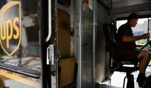 'No Exceptions': UPS Drivers Told Not to Pick Up Shipments from Major Retailers Amid Holiday Surge
